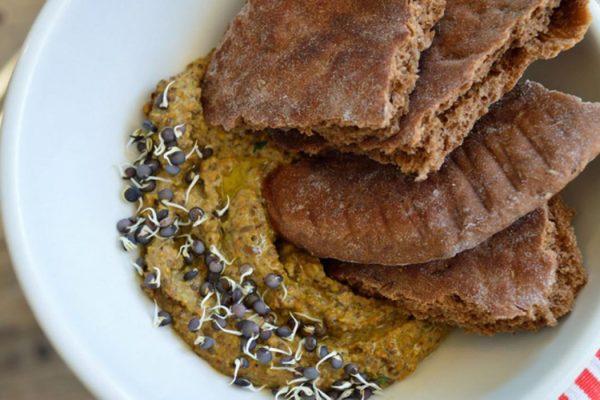Hummus de lentejas pardinas con pistachos