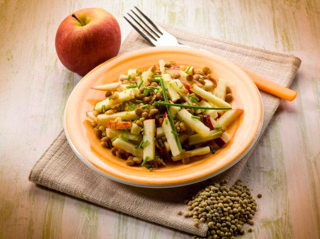 Ensalada de lentejas pardinas con manzana